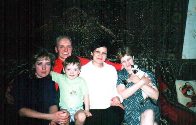 Ус с дочерью и внуком,Люба У.,жена