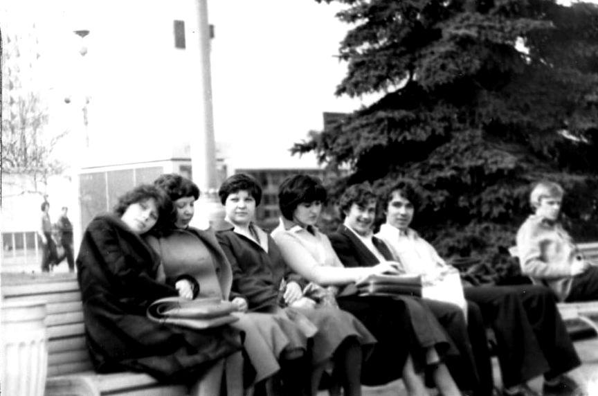 Почётен отдых на скамейке ВДНХ-80